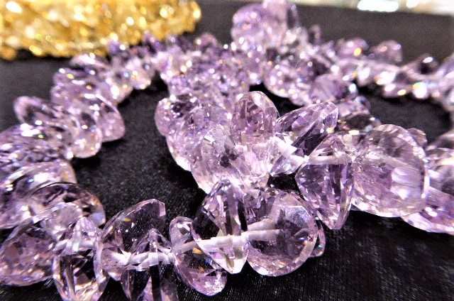 宝石質 宝石カットのブレス たくさんお買い上げ!ありがとう!8日(明日まで)、半額だよ。