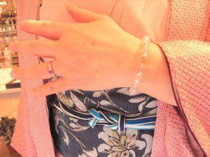 江東区のH様、着物が素敵なレデイです。もちろん勝利の女神石 ストロベリークォーツをGET